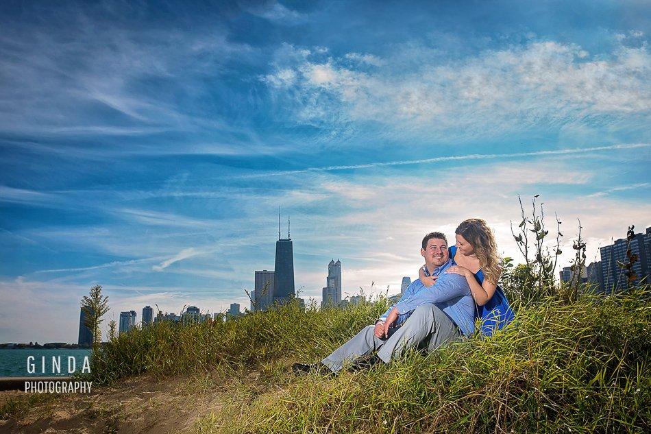 romantic engagement session chicagpo skyline