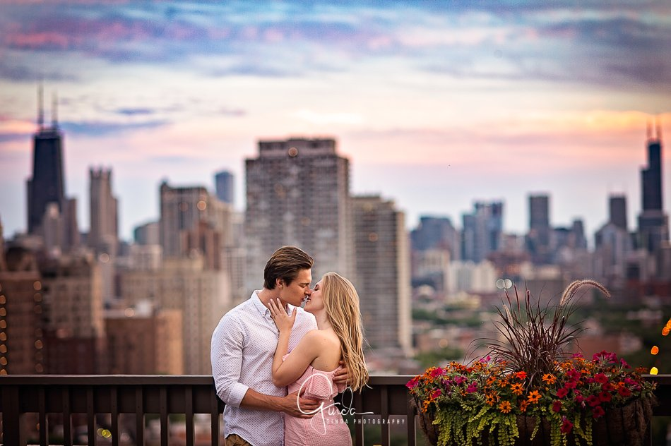 chicago-skyline-engagement-session-couple kissing at the balcony